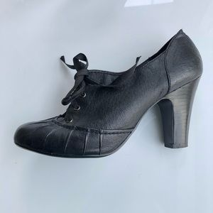 Steve Madden leather heeled tie shoes 8.5M